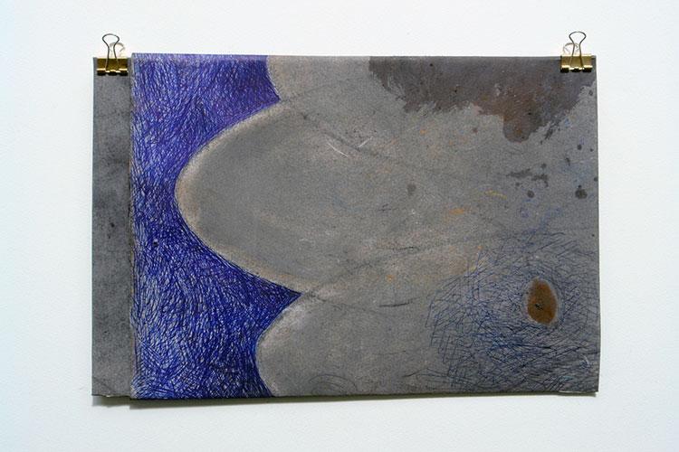 Allie van Altena, z.t. houtskool / pastel / balpen op papier gevouwen, 21,5 x 32,5 cm
